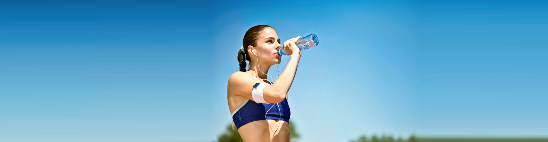 woman on a jogging drinking her water